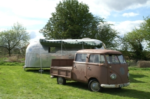 Airstream and a twin cab. Heaven.